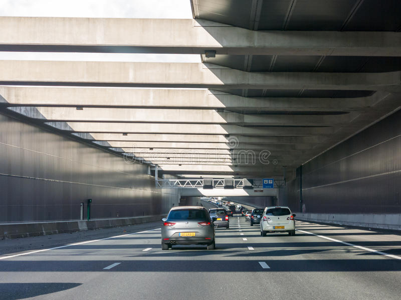 Kalkt Aquädukt auf Landstraße A4, Leiderdorp, die Niederlande stockfotografie