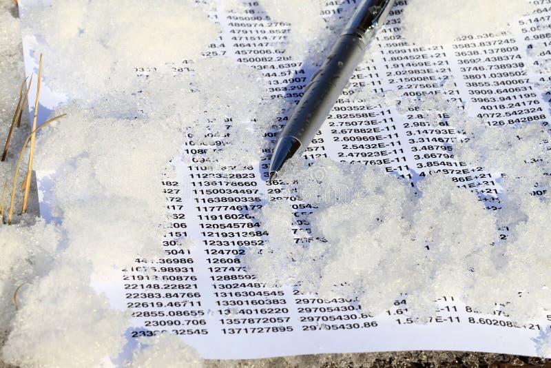 Kalkulationstabelle auf Eis stockfotografie