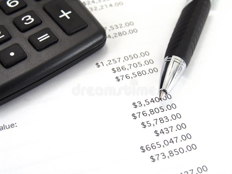 kalkulator długopisy arkusza bilansu płatniczego obraz stock
