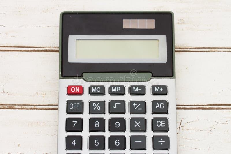 Kalkulator na drewnianym tle fotografia royalty free