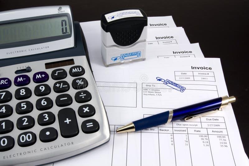 kalkulator wchodzić do fakturowy pióro zdjęcie royalty free