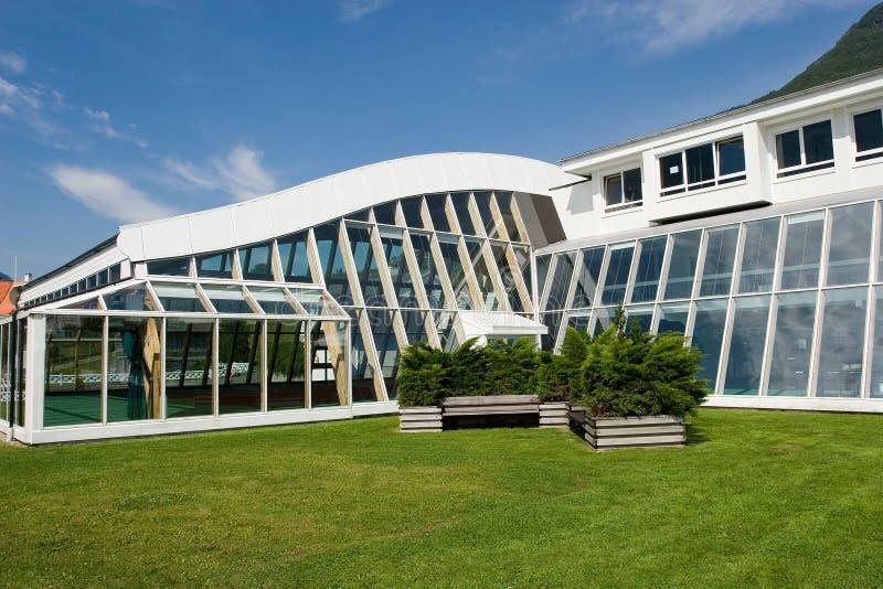 Download Kall arkitektur arkivfoto. Bild av domstol, fönster, form - 981554