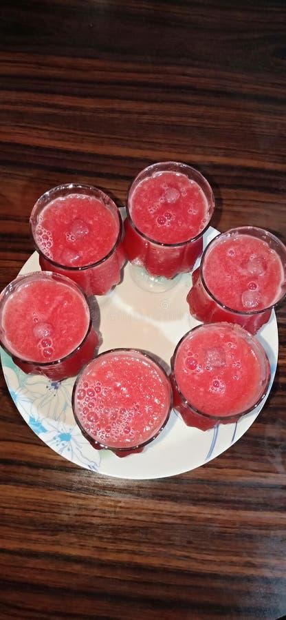 Kall drink för kub för fruktsaftvattenmelonis royaltyfri bild