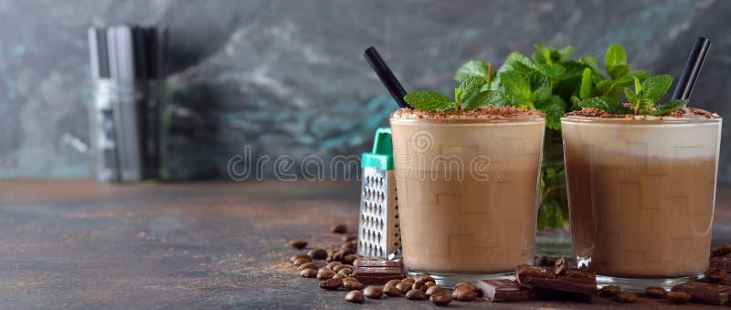 Kall kaffelatte med choklad royaltyfri fotografi