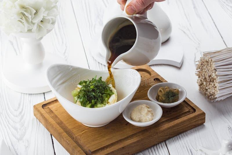 Kall soppa för sommar med rädisan, gurkan och dill royaltyfri foto
