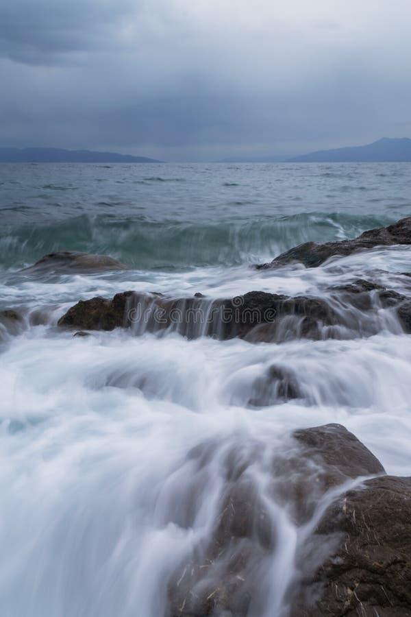 Kalla havsvågor arkivfoto