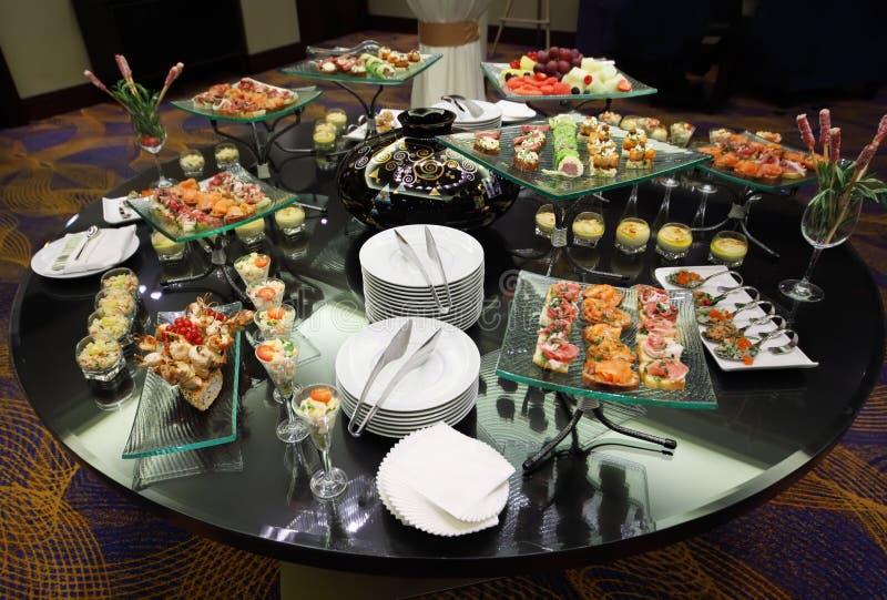 kalla mellanmål table bordsservis royaltyfri bild