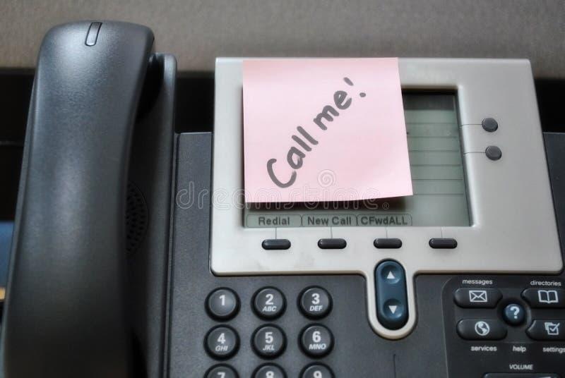 kalla mig telefonen royaltyfria foton
