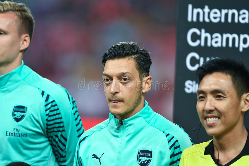 Kallang-Singapore-28Jul2018: Mesut Ozil Player av arsenalen i acti royaltyfri foto