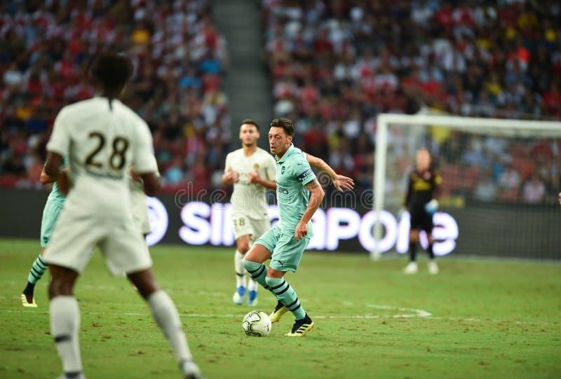 Kallang-Singapore-28Jul2018: Mesut Ozil 10 spelare av arsenalen in arkivbilder