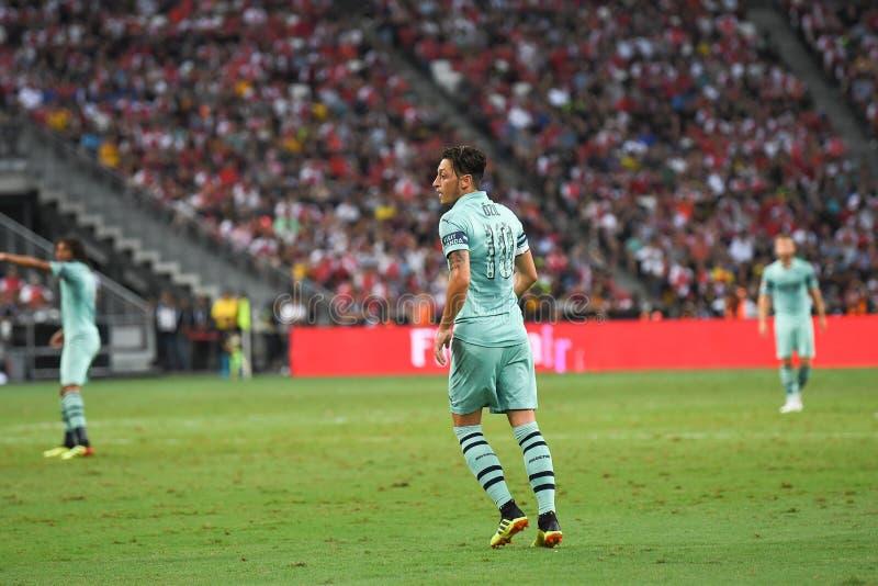 Kallang-Singapore-28Jul2018: Mesut Ozil 10 spelare av arsenalen in royaltyfri fotografi