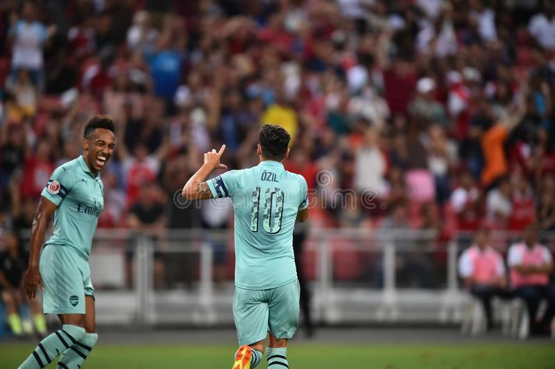 Kallang-Singapore-28Jul2018: Mesut Ozil 10 Speler van arsenaal bedriegt royalty-vrije stock fotografie