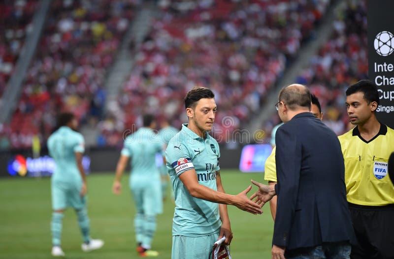 Kallang-Singapore-28Jul2018: Mesut Ozil 10 Speler van arsenaal binnen royalty-vrije stock foto's