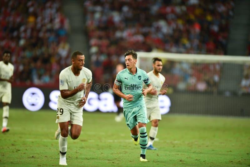 Kallang-Singapore-28Jul2018: Mesut Ozil 10 Speler van arsenaal binnen royalty-vrije stock fotografie