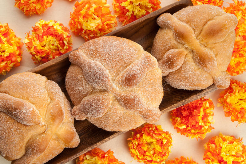 Kallat sött bröd (Pan de Muerto) royaltyfri bild