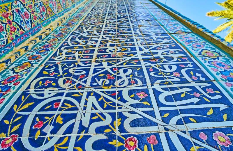 Kalligraphie in der Außendekoration von persischen Gebäuden, Shiraz, stockfotos