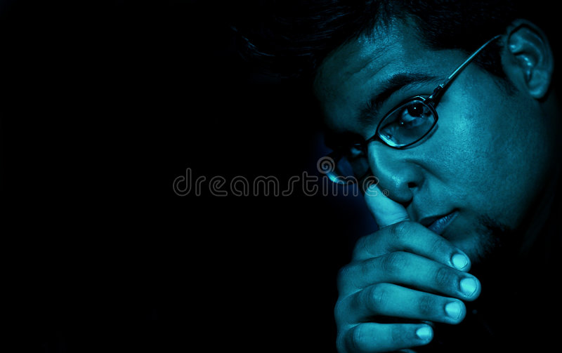 Download Kallt grabbbarn arkivfoto. Bild av män, mörkt, closeup - 517426