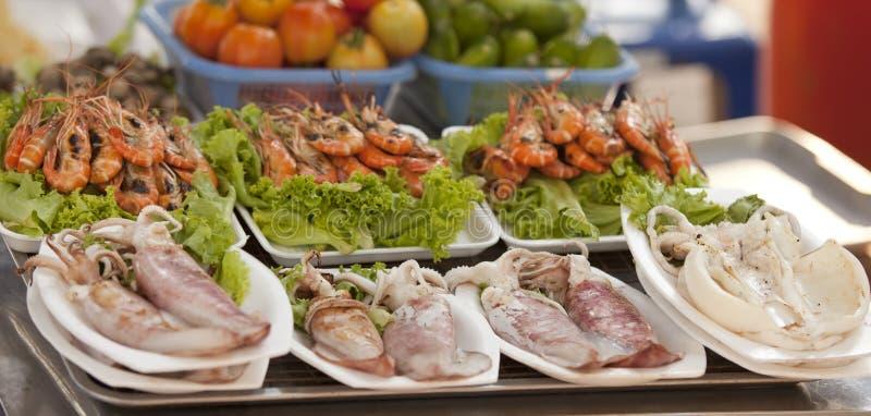 Kalmar und Meeresfrüchte stockbild
