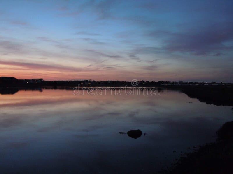 Kalme zonsondergang stock foto