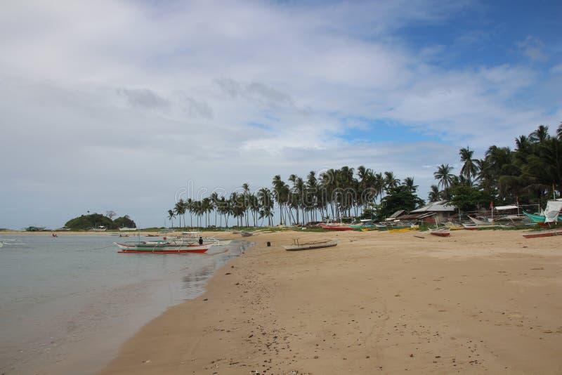 Kalmte op de mooie verlaten tweelingstranden van Nacpan en van Calitan bij Gr Nido, Palawan, Filippijnen royalty-vrije stock fotografie