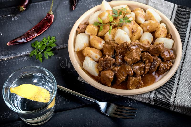 Kalops med potatisklimpar royaltyfria bilder