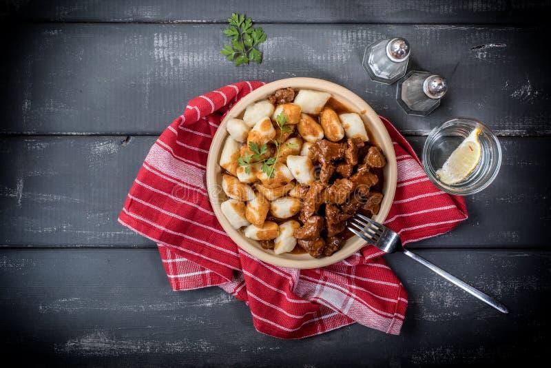 Kalops med potatisklimpar royaltyfri fotografi