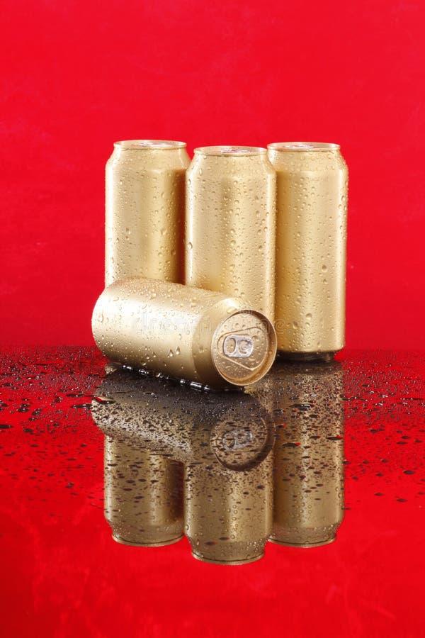 Kalte goldene Dosen lizenzfreies stockfoto