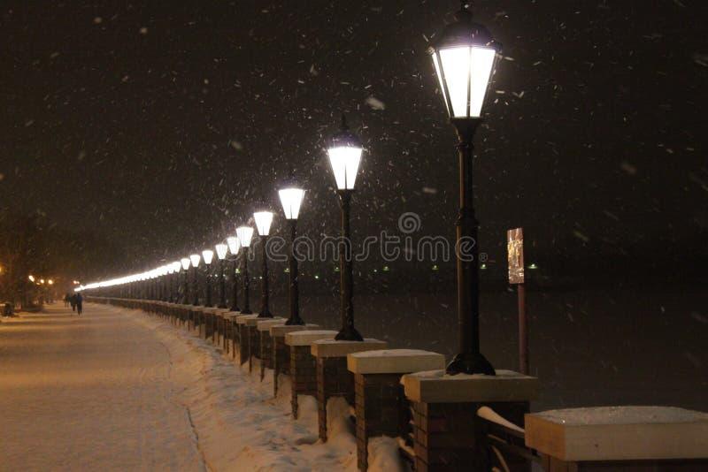 Kalte Schneefälle Moskau Russland des Dammmoskaufluss-Winters 2018 lizenzfreie stockbilder