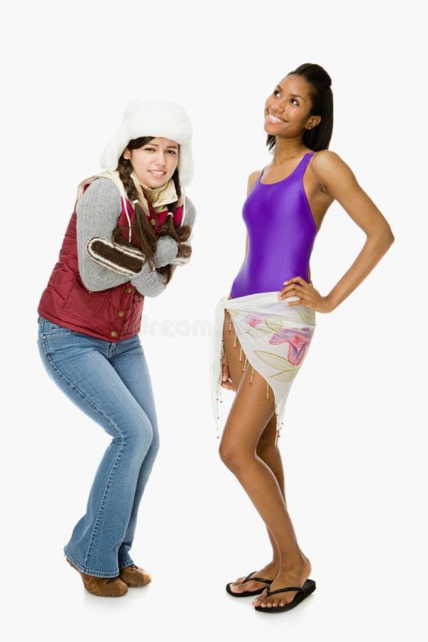 Kalte und warme junge Frauen stockbild