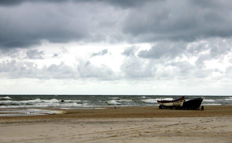 Kalter Tag Durch Das Meer Lizenzfreies Stockfoto