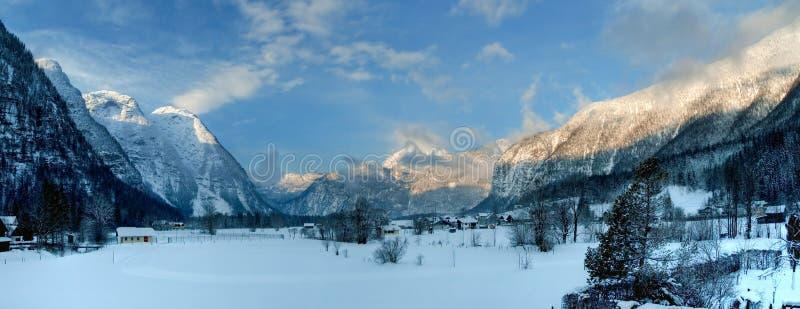 Kalter und schneebedeckter Winter im Berg Österreich lizenzfreie stockbilder