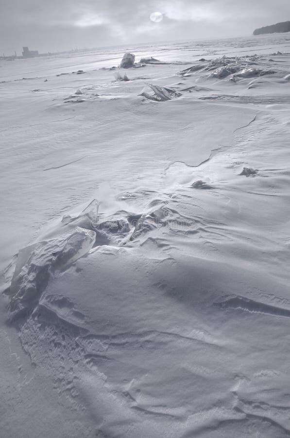 Kalter Winter und Fluss stockbild