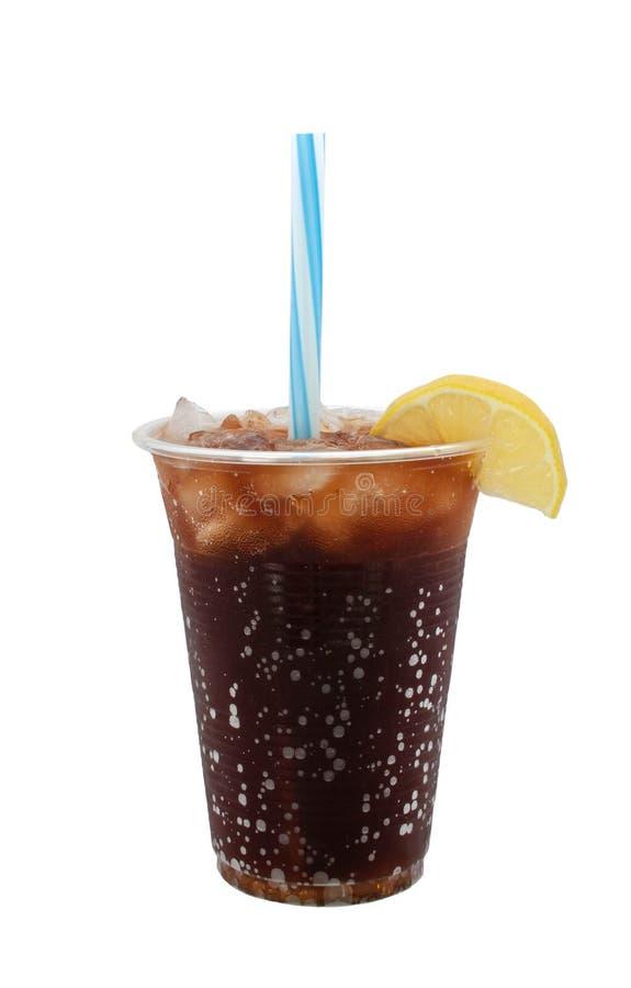 Kaltes alkoholfreies Getränk mit Zitronenscheibe stockbilder
