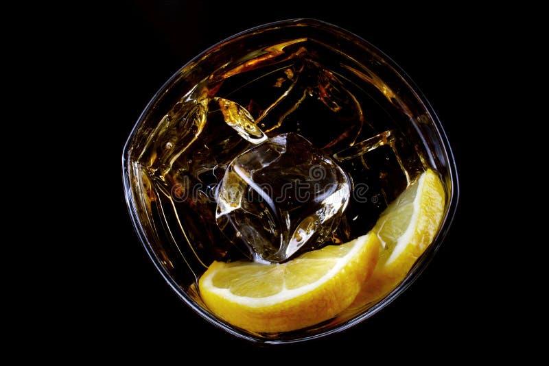 Kaltes Glas alkoholisches Getränk stockfoto