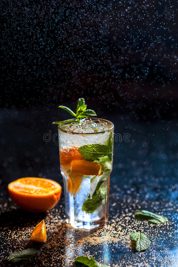 Download Kaltes Mojito Mit Wassertropfen Stockfoto - Bild von zitrusfrucht, partei: 90236942