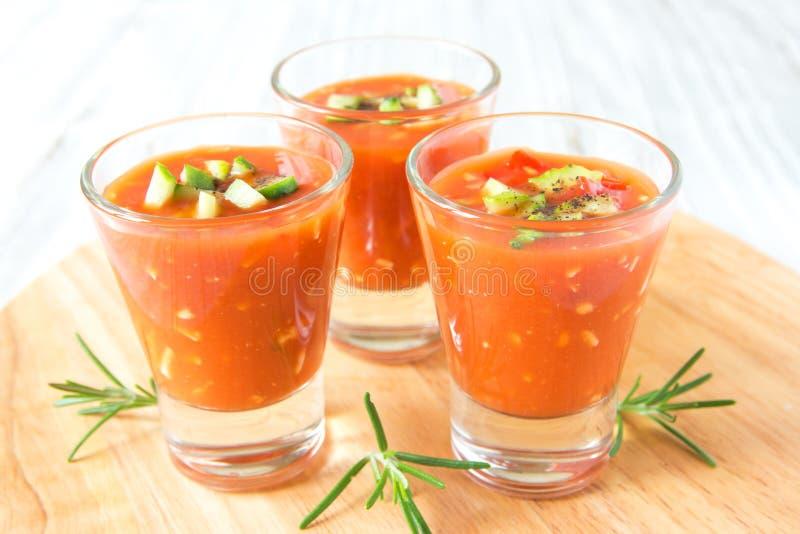 Kaltes Tomatensuppe gazpacho stockfotos