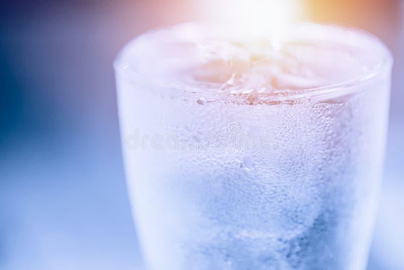Kaltes Wasser kondensieren stockfotografie