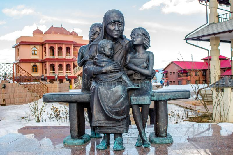 Kalugagebied, Rusland - Maart 2019: Monument aan Moeder Teresa royalty-vrije stock foto's