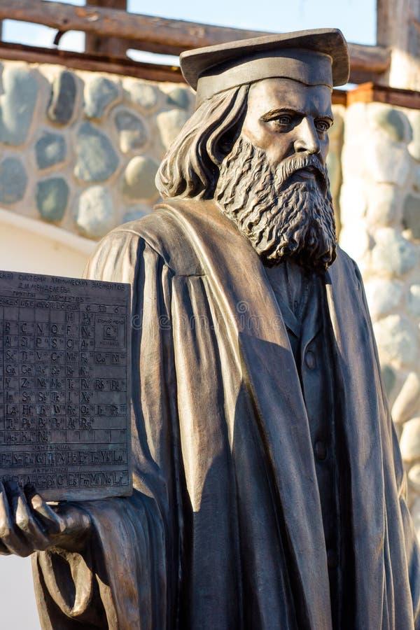 Kalugagebied, Rusland - Maart 2019: Monument aan Russische wetenschapper, chemicus, fysicus Dmitri Mendeleev royalty-vrije stock foto