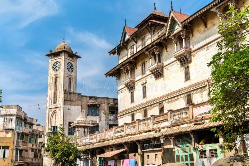 Kalupur Swaminarayan Mandir, um templo hindu na cidade velha de Ahmedabad - Gujarat, Índia imagens de stock