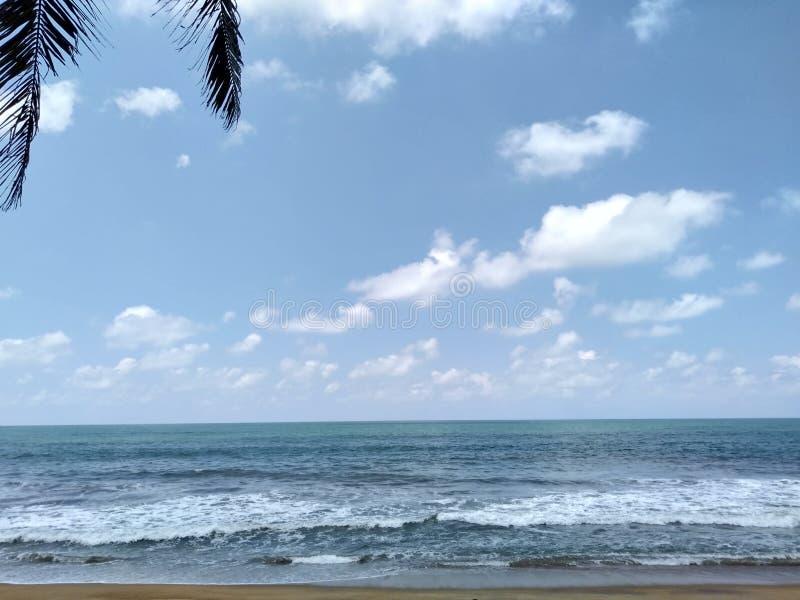 Kaluthara-Strand in Sri Lanka stockbild