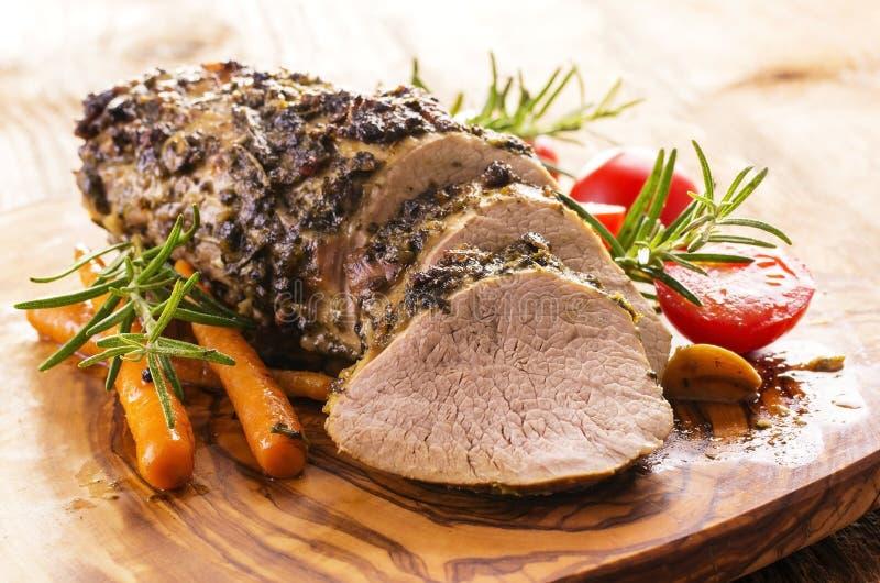 Kalvköttstek med grönsaker royaltyfri foto