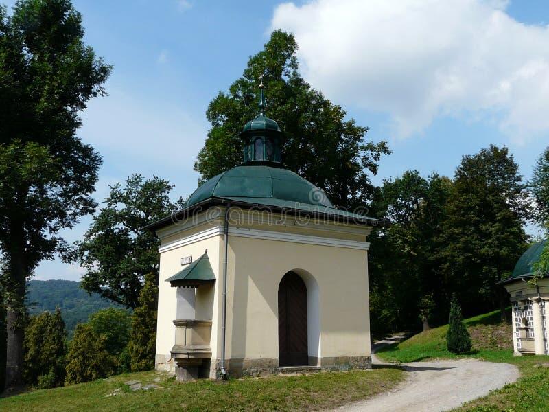 KALWARIA ZEBRZYDOWSKA en av kapellen på Kalwariaen arkivfoton