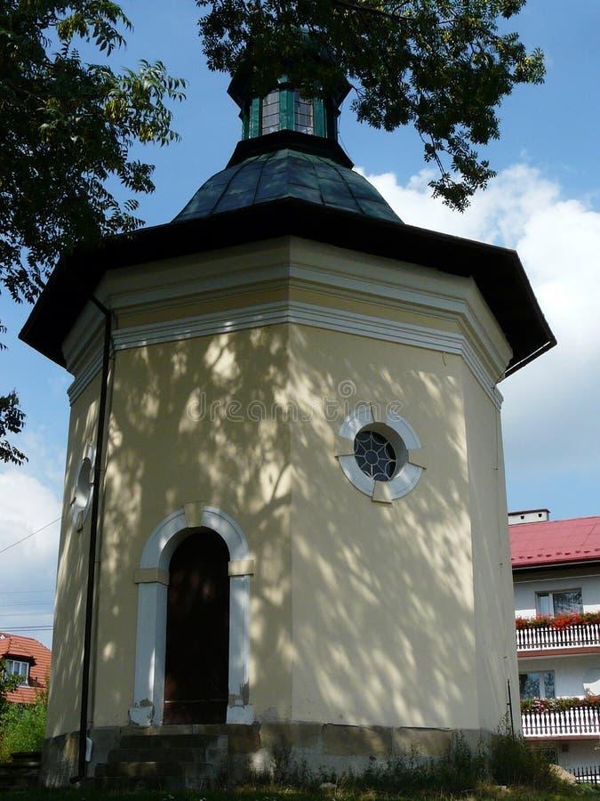 KALWARIA ZEBRZYDOWSKA en av kapellen på Kalwariaen arkivfoto