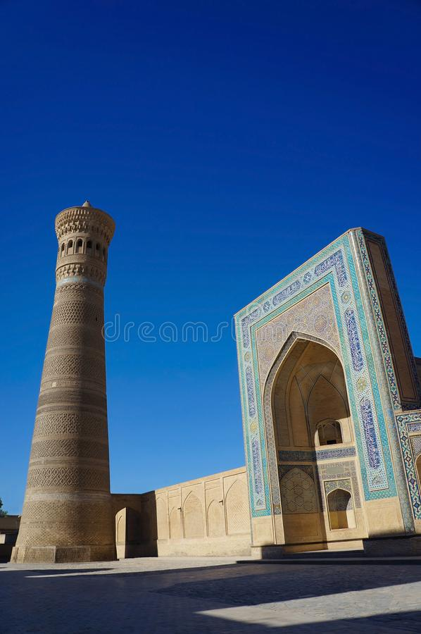 Kalyan minaret av Poi Kalyan, Bukhara, Uzbekistan royaltyfri foto