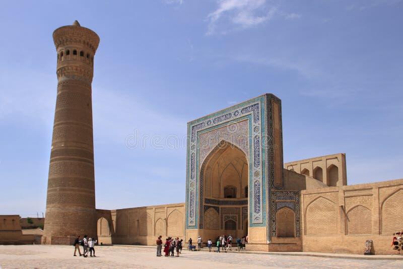 Kalyan minaret och Kalyan Mosque i den Bukhara staden, Uzbekistan royaltyfria foton