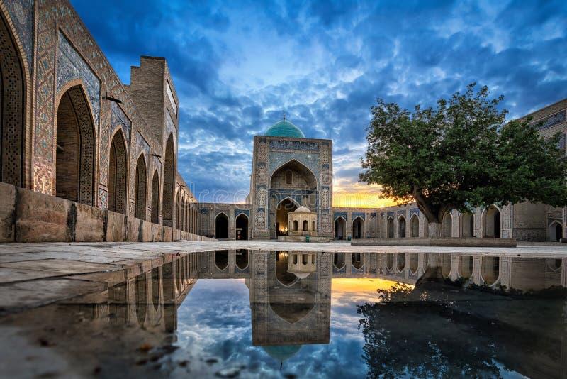 Kalyan Mosque em Bukhara, Usbequistão imagem de stock