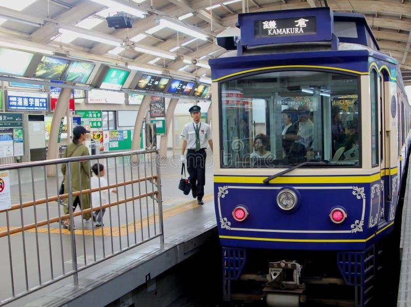 Kamakura, Giappone, giugno 2018, treno di Enoshima Electric Railway Company immagine stock libera da diritti