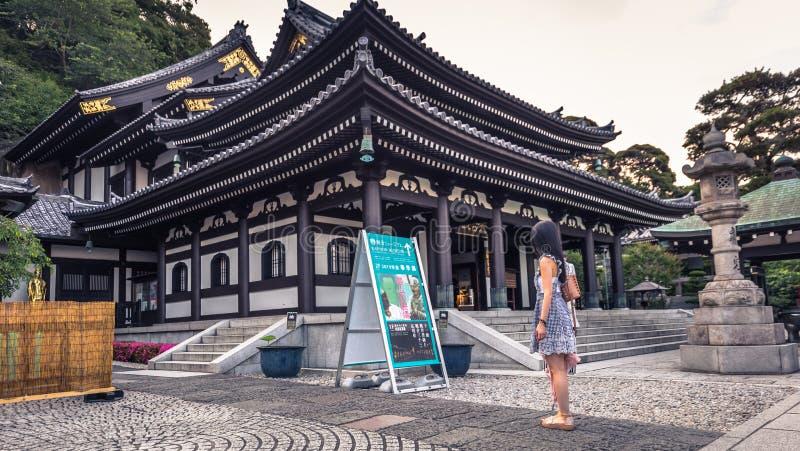 Kamakura - 06 Juni, 2019: Hoofdzaal van Hasedera-tempel in Kamakura, Japan stock afbeeldingen