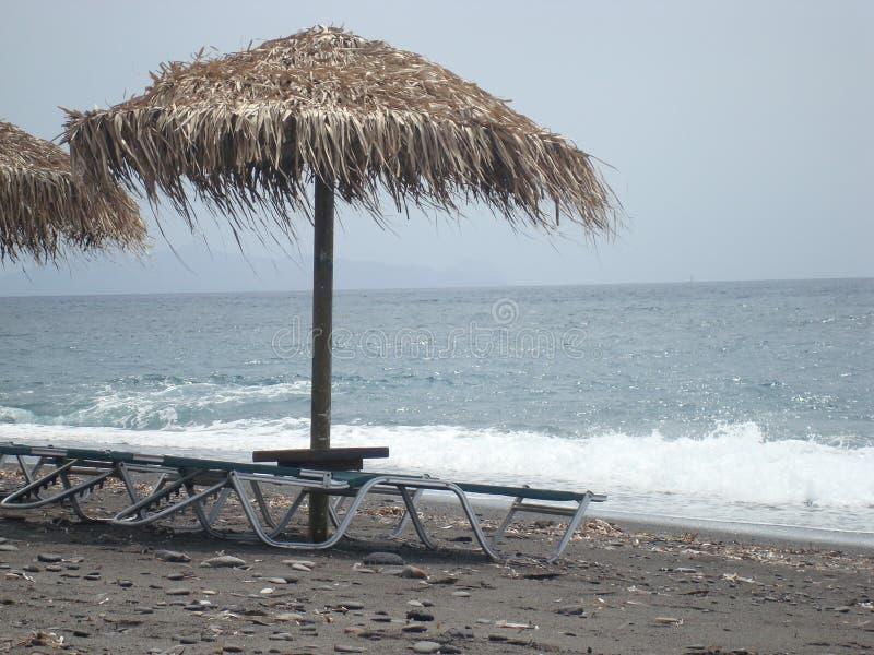 Kamari-Strand Santorini stockfoto